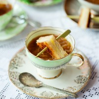 French Onion Soup with Mini Gruy�re Toasties
