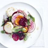 Raw beetroot salad with grilled goat's cheese