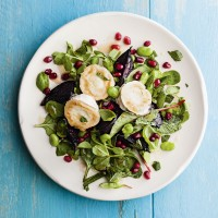Grilled goats' cheese and beetroot salad