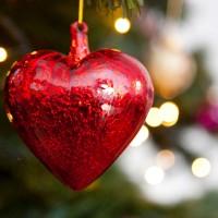 9 Glitzy Ways To Decorate Your Tree