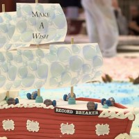 Shoppers devour world�s largest cake made by Fairy