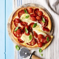 Tomato and Goats' Cheese Pizza