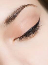 Waxing or Threading? Your Guide to Eyebrow Treatments
