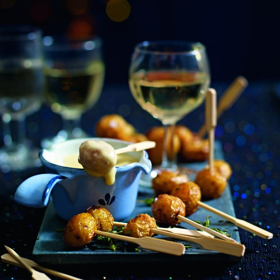 Party food ideas cheese fondue with roast new potatoes for Summer canape ideas