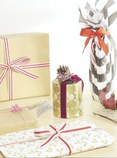 Expert Guide: How To Wrap Christmas Presents