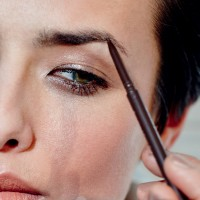 How To Fill In Eyebrows So That You Look Younger