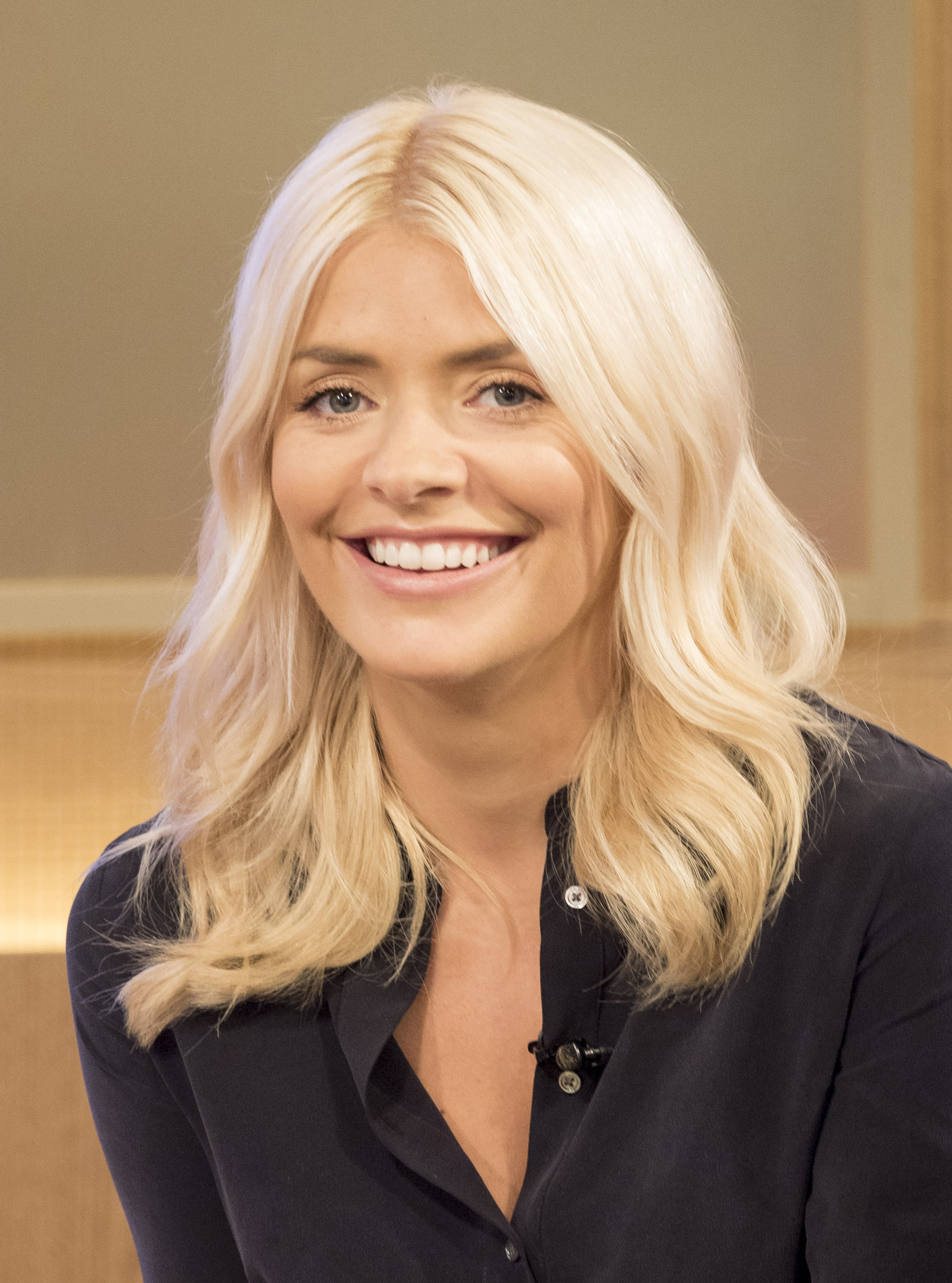 the holly willoughby eyeliner secret behind her bright