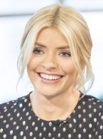 The £29 High-Street Skirt Holly Willoughby Will Be Wearing On Christmas Day